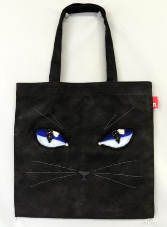 煌めく黒猫